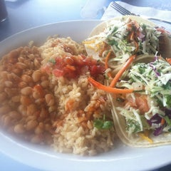 Photo taken at Wahoo's Fish Taco by victor b. on 6/11/2014