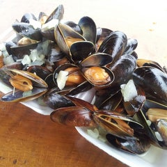 Photo taken at Local Shellfish by Kwun Tsun C. on 6/12/2013