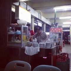 Photo taken at Sin Poh Poh Cafe by MarySab T. on 2/5/2014