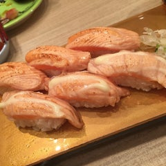 Photo taken at Itacho Sushi 板长寿司 by Nulee T. on 5/21/2015