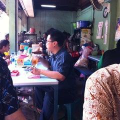 Photo taken at Nasi goreng babat Pak Taman by Irianto W. on 3/24/2013