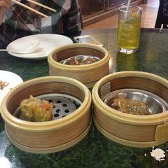 Photo taken at ตงเพ้ง (Tong Peng Chinese Restaurant) by ต๊อดติ พ. on 11/13/2015