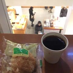 Photo taken at 六花亭 小樽運河店 by Nobara F. on 3/23/2016