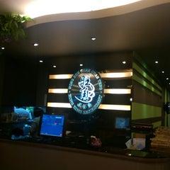 Photo taken at Wong Kok Char Chan Teng (旺角茶餐厅) by Vince K. on 12/31/2014