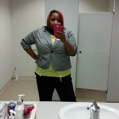 Photo taken at Bank of America by Rolanda L. on 4/14/2014