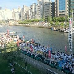 Photo taken at 天神橋 by Tatsuya U. on 7/25/2015