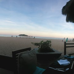 Photo taken at Le Méridien Shimei Bay Beach Resort & Spa by Gwen R. on 5/26/2014