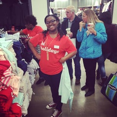 Photo taken at Old Navy by Reuel W. on 11/28/2014