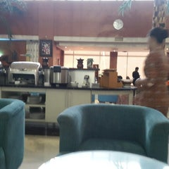 Photo taken at BLUE SKY Executive Lounge by Buyung P. on 3/20/2015