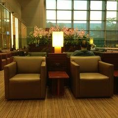 Photo taken at KrisFlyer Gold Lounge (Terminal 3) by Nick B. on 5/27/2013