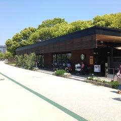 Photo taken at Starbucks Coffee 福岡大濠公園店 by としパパ on 5/5/2013