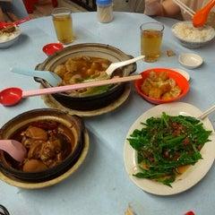 Photo taken at 食味香瓦煲肉骨荼 Bak Kut Teh by Ballack A. on 12/7/2012