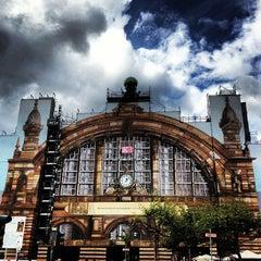 Photo taken at Frankfurt (Main) Hauptbahnhof by Tom N. on 9/10/2013