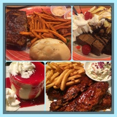Photo taken at Tony Roma's Ribs, Seafood, & Steaks by Marjorie Krystle S. on 4/2/2014