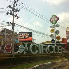 Photo taken at The Circle Ratchapruk (เดอะเซอร์เคิล ราชพฤกษ์) by Wiwat A. on 9/30/2012