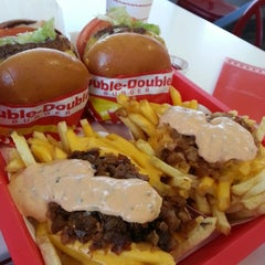 Photo taken at In-N-Out Burger by Minji J. on 2/20/2013