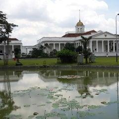 Photo taken at Kebun Raya Bogor by Sunarto H. on 4/20/2014