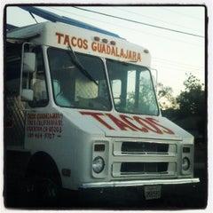 Photo taken at Guadalajara Taco Truck by Lulu F. on 8/28/2013