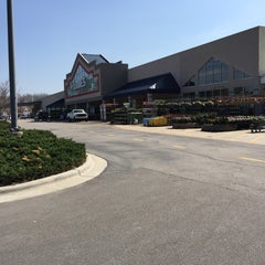 Photo taken at Lowe's Home Improvement by Chuck N. on 3/24/2015