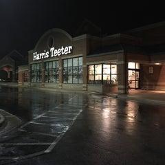 Photo taken at Harris Teeter by Chuck N. on 2/10/2015