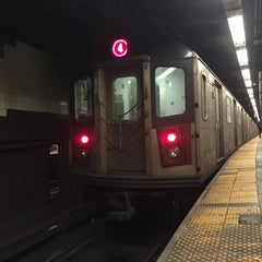 Photo taken at MTA Subway - 42nd Street Shuttle (S) by Junkie on 3/9/2015