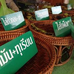 Photo taken at ข้าวเหนียวย่างอารีย์ by Supet T. on 3/5/2014