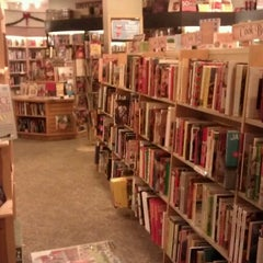 Photo taken at Book-a-Holic by Mindelei W. on 11/24/2012
