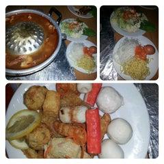 Photo taken at Barakat Tomyam Seafood by Zyka E. on 2/12/2013