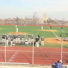 Das Foto wurde bei George Washington High School von Roger E. am 4/2/2014 aufgenommen