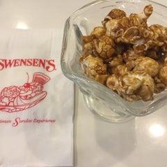 Photo taken at Swensen's (สเวนเซ่นส์) by nudee w. on 6/9/2015