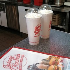 Photo taken at Johnny Rockets by Robert B. on 11/19/2012