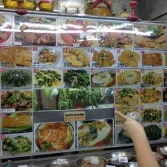 Photo taken at Seng Kee Black Herbal Chicken Soup 成基黑鸡补品 by Lings on 3/21/2013