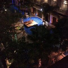Photo taken at Poolside swiss-belhotel by Yhanz T. on 12/31/2012