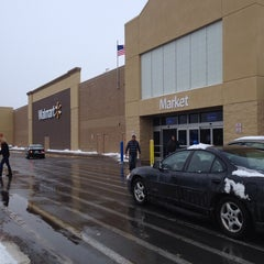 Photo taken at Walmart Supercenter by Vashon B. on 12/15/2013