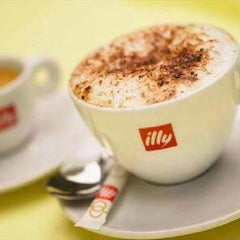 Photo taken at Espressamente Illy by Sugito T. on 11/7/2012