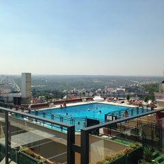 Photo taken at Hotel Emperador Madrid by Manu A. on 8/23/2013