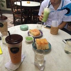 Photo taken at กาแฟฮูย่า (Coffee HooYa) by Plyz N. on 7/18/2015