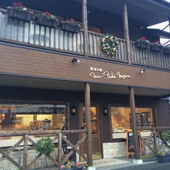 Photo taken at Mon-Peche-Mignon / モン・ペシェ・ミニョン by Ken I. on 2/28/2015