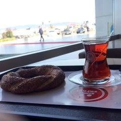 Photo taken at Simit Sarayı by İlyas S. on 2/3/2016