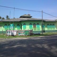 Photo taken at Masjid Sura, Dungun by Prince Hafizul on 1/25/2013