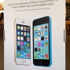Photo taken at Apple Store, Bethesda Row by Dianikpik on 9/22/2013