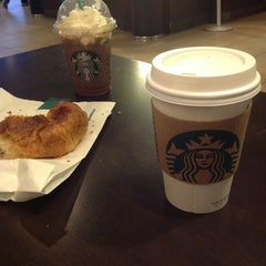 Photo taken at Starbucks by Leila V. on 3/29/2013