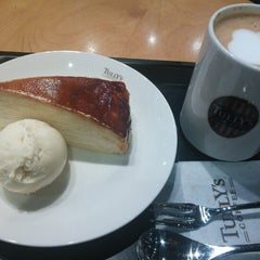 Photo taken at TULLY'S COFFEE 本厚木 by Aya K. on 12/29/2012