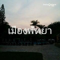 Photo taken at The Montien Hotel Pattaya (โรงแรมมณเฑียร พัทยา) by Naratip N. on 4/15/2015