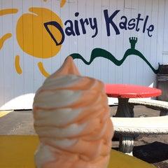 Photo taken at Dairy Kastle by Melanie R. on 5/11/2014