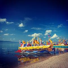 Photo taken at งานชักพระทางทะเล อ.เกาะพะงัน by  Vasit B. on 11/8/2012