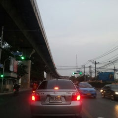 Photo taken at แยกโรงกรองน้ำ (Rong Krong Nam Junction) by Poseidon on 10/15/2013