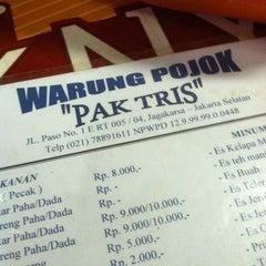 Photo taken at Warung Pojok Pak Tris by ndreart on 2/10/2013