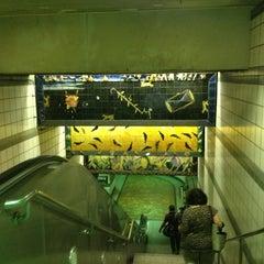 Photo taken at 7th St/Metro Center (Julian Dixon) Metro Station by Theron X. on 7/10/2013