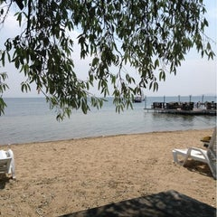 Photo taken at Pinar Otel beach club by 🐂Murat🐂 on 6/16/2014